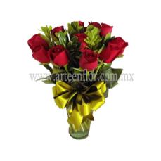 12-Rosas-rojas-en-jarron