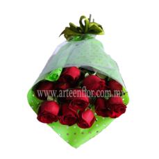 12-Rosas-rojas-en-ramo