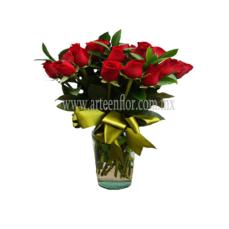 24-Rosa-rojas-en-jarron